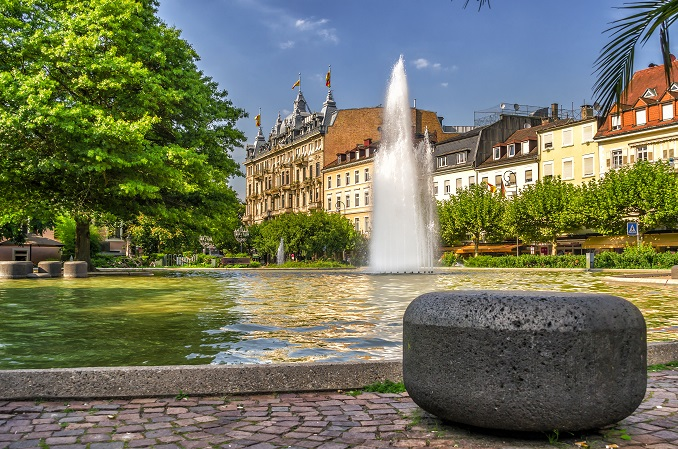 Heute gilt Baden-Baden als Kurstadt mit Tradition und blickt auf die höchste Dichte von Millionären innerhalb von Baden-Württemberg. (#09)