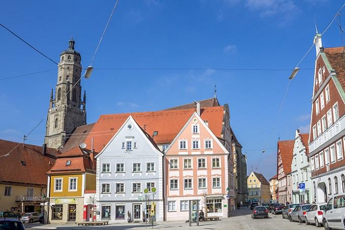 Neben den genannten Bauwerken und Gebäuden sehen Sie in Nördlingen zahlreiche weitere Gebäude aus dem Mittelalter – historische Ortschaften wie diese entführen den Besucher immer wieder in frühere Zeiten. (#08)