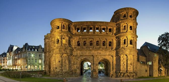 Weltberühmt ist Triers Porta Nigra, das Stadttor aus römischen Zeiten. Auch der Dom ist bekannt, dazu kommen die verschiedenen Thermen, die Trier zu einer ausgewählten Urlaubsdestination machen. (#04)