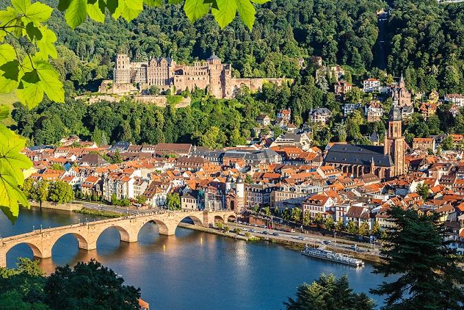 Viele Paare besuchen Heidelberg, denn historischer Stadtkern, Grünanlagen, kulturelle Ausflugsziele und nette Einheimische machen diesen Ort zu einem romantischen Ausflugsziel der besonderen Art. (#03)