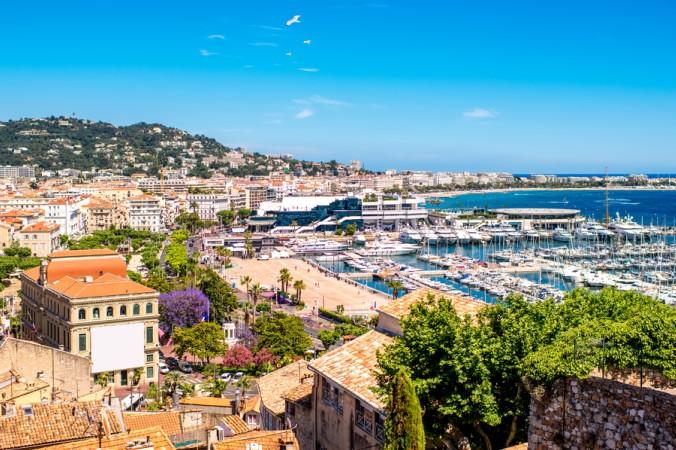Der Yachthafen von Cannes und der wunderschöne Blick über die Stadt, in der die Reichen und Schönen verkehren. (#1)