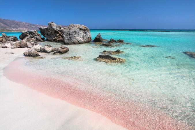 Wer auf der Suche nach spektakulären Stränden in Europa ist, der kommt an Griechenland nicht vorbei. Insbesondere der Elafonissi Pink Beach auf Kreta überzeugt mit seinem rosa Sand. (#6)