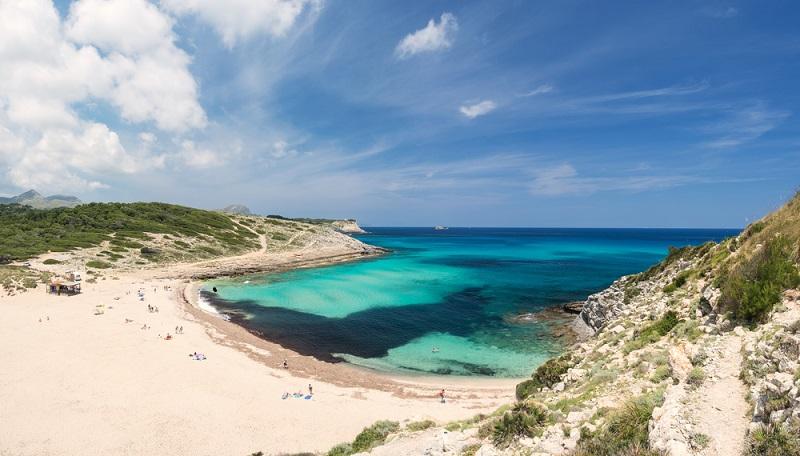 Vom Süden geht es in den Norden Mallorcas und auch hier findet man zauberhafte Strände und Buchten. (#04)