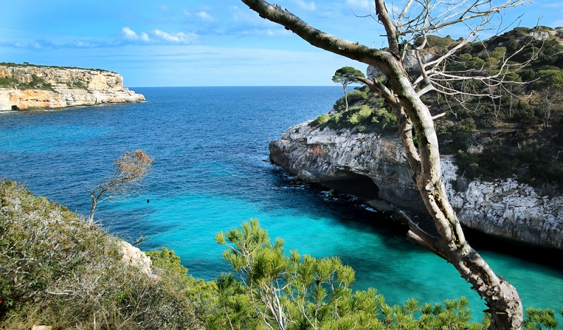 Die schönsten Strände Mallorcas. Dieser Strand liegt ebenfalls im Nordosten der Insel und ist für Urlauber, die die ursprüngliche Natur lieben, wie geschaffen. (#09)