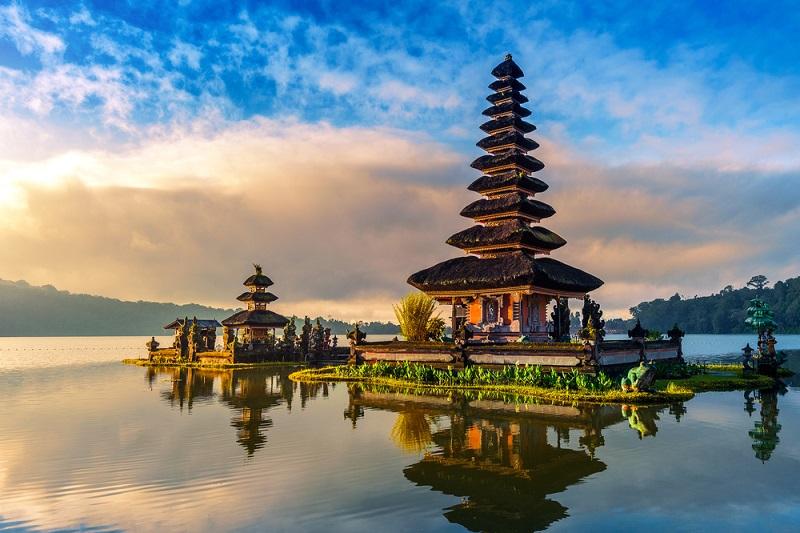 Wer Zeit für eine längere Flugreise hat und eines der schönsten Urlaubsziele live erleben möchte, sollten unbedingt die Insel Bali als Reiseziel in Erwägung ziehen. (#05)