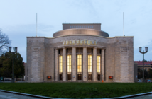 Schwarz auf Weiß: Faust nach Castorf in der Volksbühne am Rosa-Luxemburg-Platz in Berlin