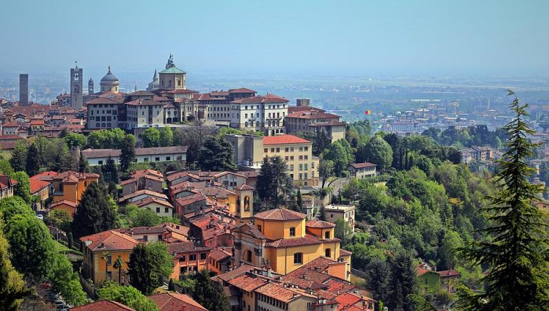 Eine der schönsten Städte des Landes befindet sich ganz im Norden – in der Lombardei. Bergamo kann bereits auf eine mehr als zweitausendjährige Geschichte zurückblicken. (#07)