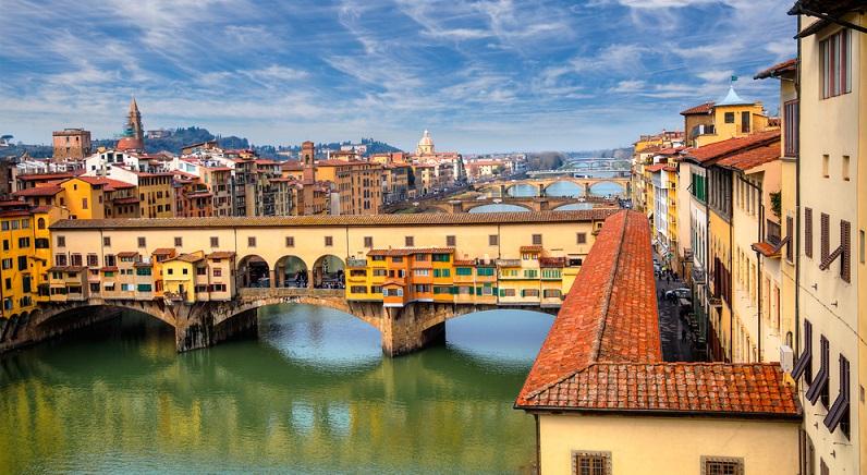 Auch Florenz steht ganz oben auf der Liste der schönsten Städte Italiens. Insbesondere während der Renaissance entstanden hier beeindruckende Gebäude und Kunstwerke. (#02)