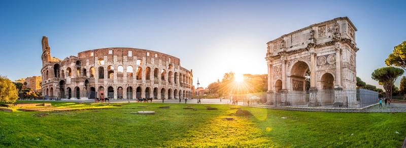 Für viele Besucher handelt es sich dabei auch um die schönste Stadt Italiens. Rom verfügt über unzählige Bauwerke mit herausragender historischer Bedeutung. (#01)