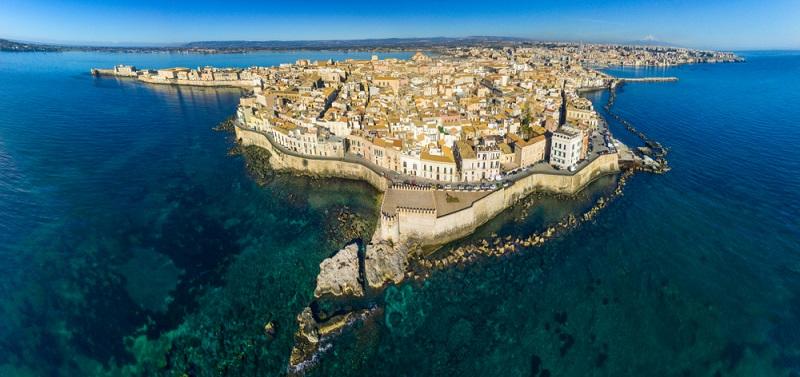 Eine der schönsten Städte des Landes liegt ganz im Süden: Syrakus auf Sizilien. (#10)