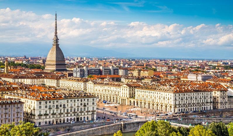 Turin wurde bereits zur Römerzeit gegründet. Das rechtwinklige Raster, das die Stadt prägt, entstand bereits während dieser Epoche.