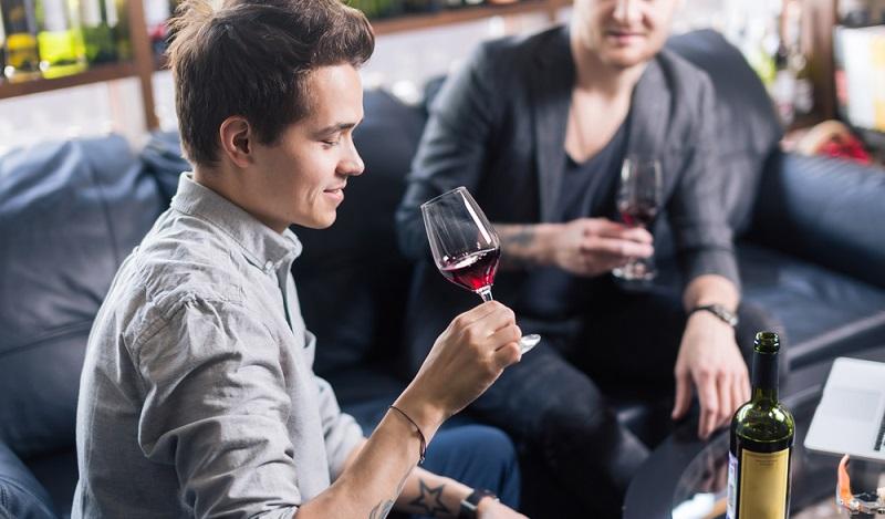 Der Sommelier sollte ein natürlicher Partner für hochwertig hergestellte Weine sein. (#4)