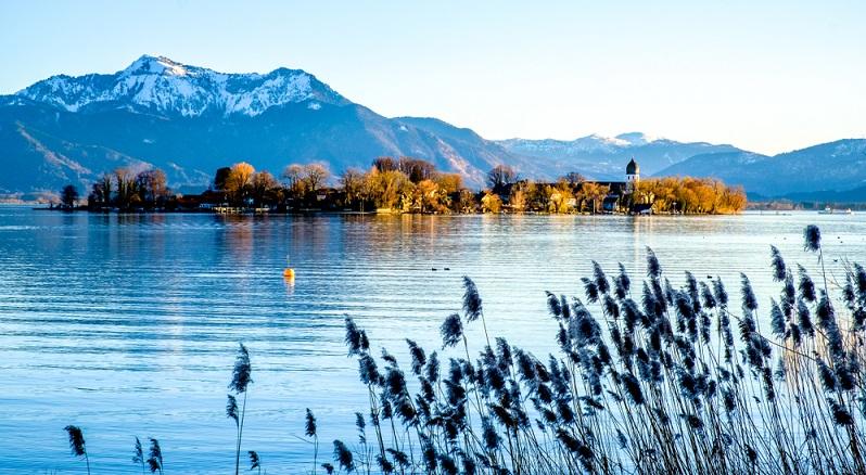 Einer der bekanntesten Seen Deutschlands ist der Chiemsee.