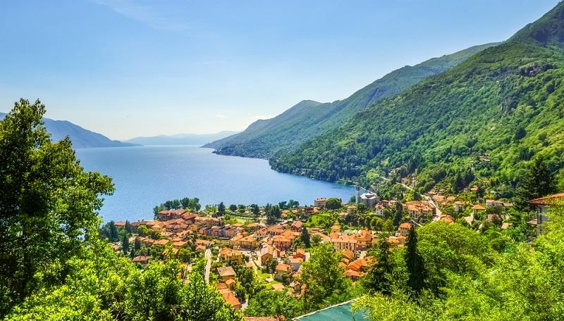 Ganz in der Nähe des Gardasees befindet sich der Lago Maggiore, der ebenfalls zu den größten Seen Europas zählt und ein beliebtes Urlaubsziel darstellt.