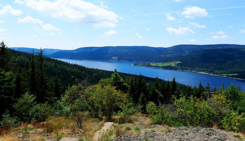 Wenn Sie schöne Seen als Ziel für Ihre Reise suchen, dann bietet sich auch der Schluchsee an. (#08)