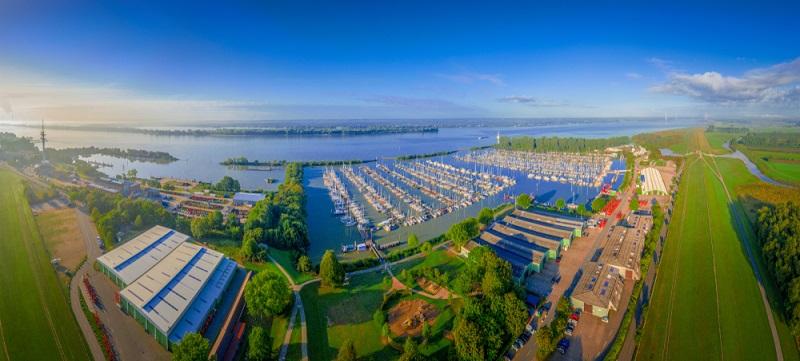 Der Fünf-Sterne Campingplatz liegt an der Ostsee in Schleswig-Holstein und überzeugt mit eigenem Naturstrand und vielen Annehmlichkeiten für einen erholsamen Campingurlaub.