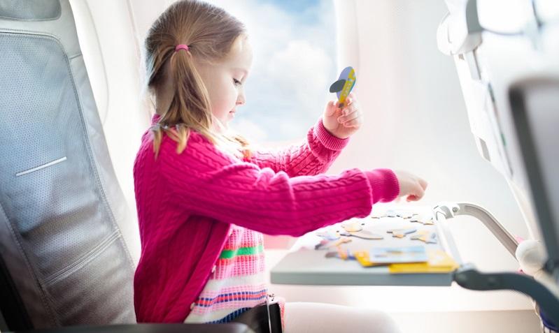 Welche Spiele helfen denn nun tatsächlich gegen Langeweile? Eltern sollten unbedingt mehrere Möglichkeiten bedenken, ehe sie sich mit Sack und Pack auf den Weg zum Flughafen machen.