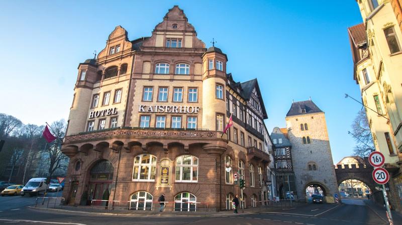 Bereits seit über 100 Jahren gibt es in unmittelbarer Nähe der Wartburg ein für die Öffentlichkeit zugängliches Hotel, um nahe einer der bedeutendsten Burgen Deutschlands einen unvergesslichen Aufenthalt zu verleben.