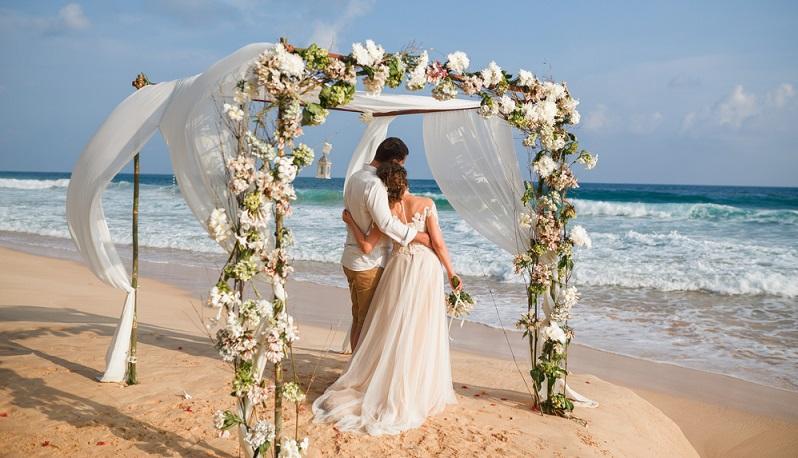 Sonne, Meer und Strand. Hochzeitsherz, was willst du mehr! Eine Hochzeitsfeier am Strand ist zugegebenermaßen kein Honigschlecken.