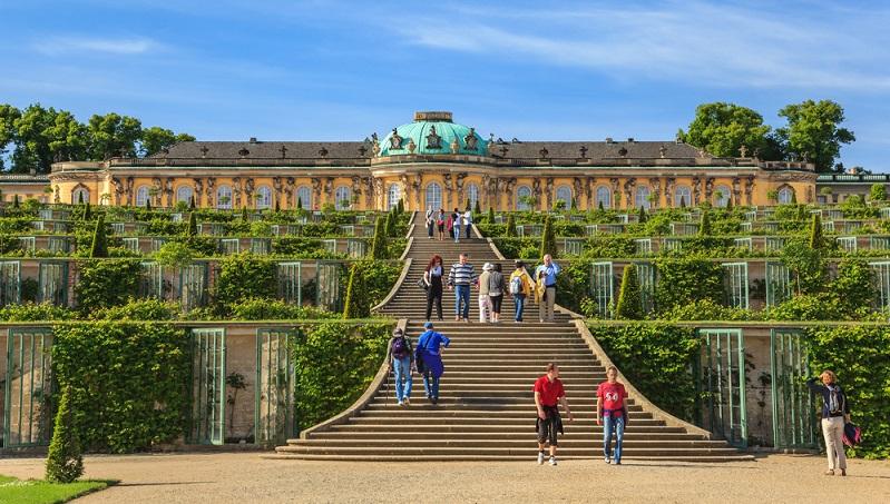 Die UNESCO nahm Potsdam aufgrund seiner exzellenten Park- sowie Schlossanlagen in die Liste des Weltkulturerbes auf.