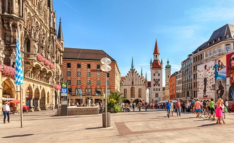 Wochenendausflug nach München: Dirndl und Lederhosen, Weißwurst und ein zünftig Maß Bier: die bayerische Hauptstadt besitzt viel Grazie und Charme und steht gerade in Künstlerkreisen hoch im Kurs. (#08)