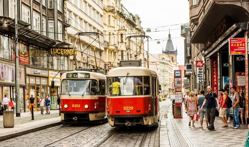 Wochenendausflug nach Prag: Die östlich gelegene Metropole, die tschechische Hauptstadt Prag, dürfen Liebespaare gerne als charmantes Pendant zu Paris, der Stadt der Liebe sehen. (#06)