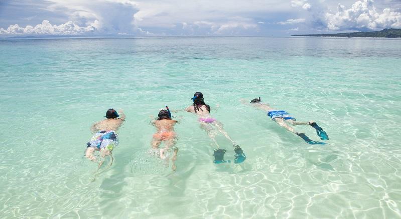 Das Schwimmen war toll, denn das Wasser war angenehm warm. (Fotolizenz: Shutterstock- KPG Ivary_)